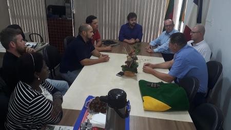 Reunião para tratar sobre situação enfrentada pelos moradores do Residencial Novo Tempo I e II foi realizada na Sala da Presidência