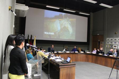 Fernanda e Ana defenderam a aprovação do CM 015 (regulamenta a circulação de veículos de tração animal nas vias do Município de Lajeado) na tribuna livre.