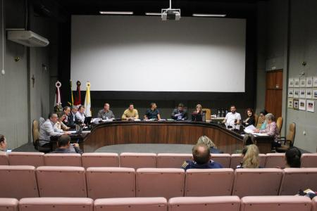 Representantes da Educação participaram da reunião das Comissões de hoje e pediram espaço para falar sobre o PL 085.