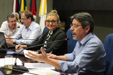 Projeto (CM 038) do vereador Sérgio Kniphoff (PT) foi rejeitado com dez votos contrários.
