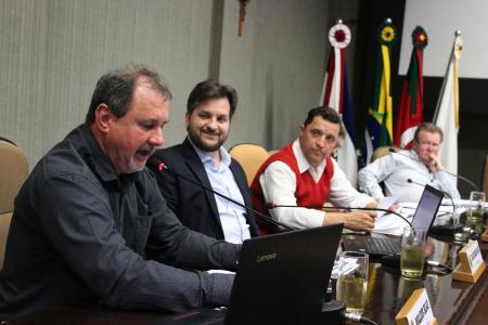 Na sessão desta terça-feira, dia 24, o vereador Waldir Blau (MDB) pediu vistas para o PL 091