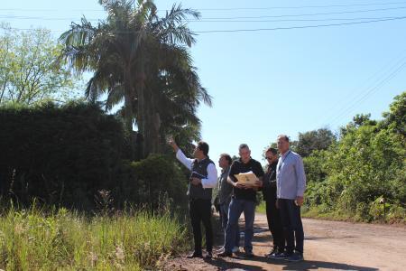 Comissões realizaram, na manhã desta quarta-feira, dia 23, vistoria em terrenos referentes aos PLs 106 e 116.