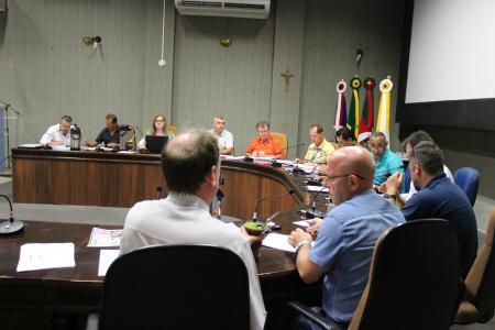 Reunião das Comissões desta terça-feira, dia 17, foi presidida pelo presidente da Comissão de Educação, Saúde, Meio Ambiente e Ação Social, vereador Paulo Tóri (PPL).