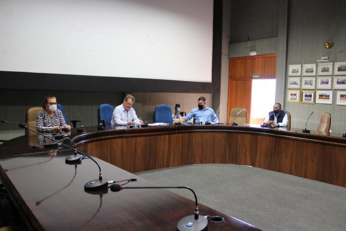 Comissões liberam projetos para sessão plenária