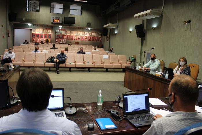 Vereadores aprovam moção de repúdio à privatização do SUS