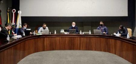 Comissão de Revisão do Regimento Interno segue analisando   texto base