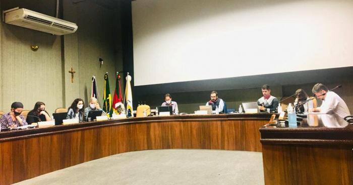 Comissão Especial para alteração e revisão do Regimento Interno se reúne na Câmara